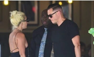 ¡Infraganti! Lady Gaga besándose con su novio