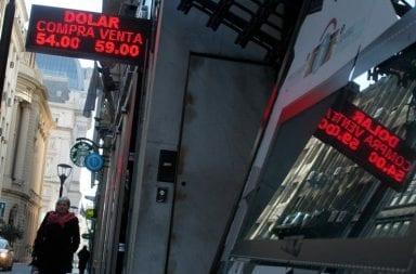 Los bancos aseguran que están los dólares para los clientes que quieran retirarlos