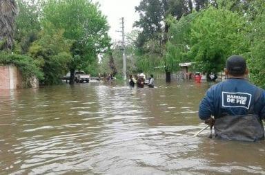 Vidal sigue en campaña mientras Lomas de Zamora y Esteban Echeverría están bajo el agua