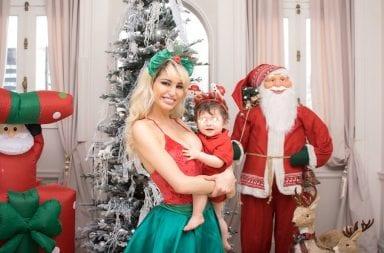 Vicky Xipolitakis se adelantó a la navidad con arbolito y Papá Noel incluido