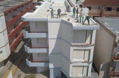 Cayeron tres balcones de un edificio en Villa Gesell, no hubo heridos