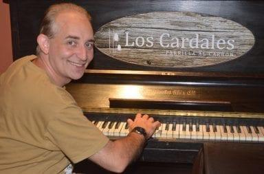 Mar del Plata: Ahora el 'Mago sin Dientes' da conciertos de piano a la madrugada