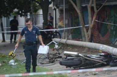 Muere un médico al caerle encima un poste de luz en la puerta del Hospital Gutiérrez en la Plata