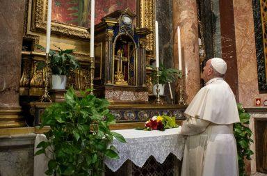 El obispo que estuvo con el Papa Francisco dio positivo en coronavirus
