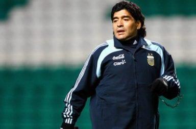Maradona aislado por contacto estrecho con un custodio que dio positivo para covid