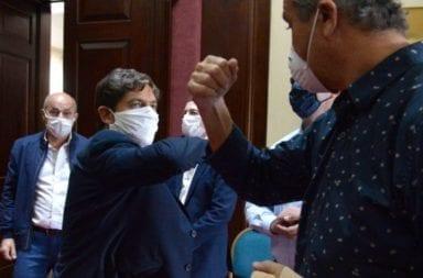 Coronavirus: Kicillof sale en auxilio de los intendentes para que puedan pagar sueldos