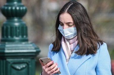 """Un estudio indica que los celulares actúan como """"Caballos de Troya"""" en el contagio de coronavirus"""