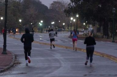 Runners: El Gobierno porteño analiza dar marcha atrás con la actividad durante la cuarentena estricta