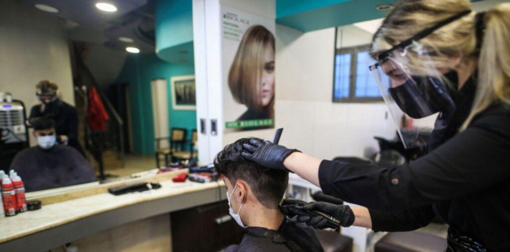 Abren las peluquerías: ¡ya podés cortarte el pelo en CABA!