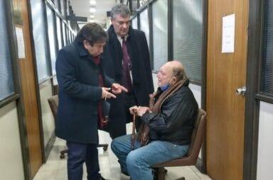 """Un testigo complico al jubilado que mató al ladrón en Quilmes: """"Levantaba la mano pidiendo ayuda y el hombre le volvió a disparar"""""""
