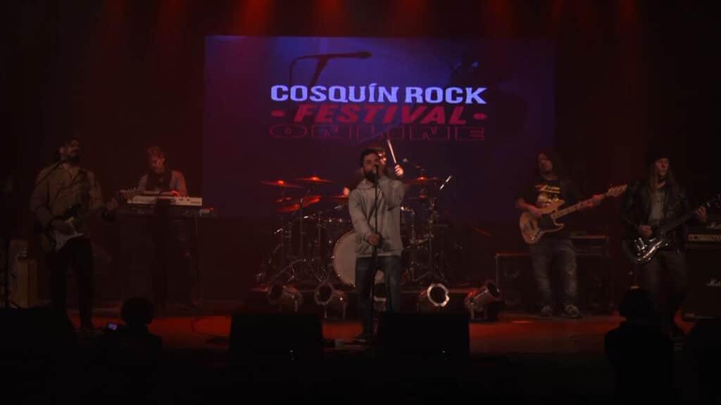Soy Rada & los Coli, Cielo Razzo y Los 3 le siguen poniendo música a la primera jornada del Cosquín Rock