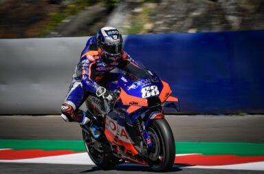 Oliveira le dio el triunfo a KTM en Austria en una espectacular definición