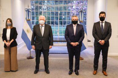 """Alberto Fernández, sobre la vacuna de Oxford: """"Queremos que Argentina no tenga que esperar y pueda acceder lo más rápido posible"""""""