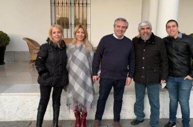 Alberto Fernández y Hugo Moyano casi a los abrazos, sin barbijo ni distanciamiento social
