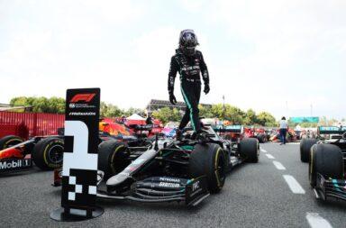 A paso firme: Hamilton ganó con holgura en España