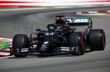 Hamilton se quedó con el duelo de los Mercedes por la pole en Barcelona