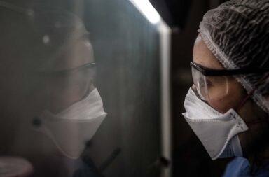 Derecho a despedirse: Impulsan un protocolo para el acompañamiento humanizado de enfermos terminales de coronavirus