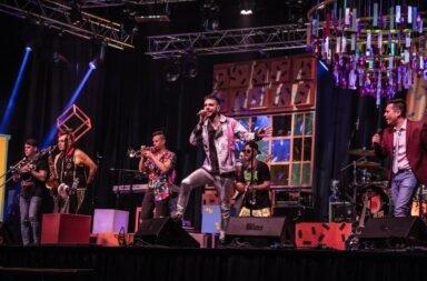 Caligaris celebró sus 23 años de trayectoria con un show online ante 23.000 personas