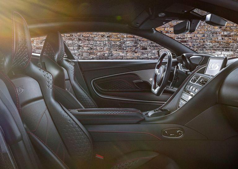 Aston Martin lanzó dos ediciones especiales pensadas en el agente 007