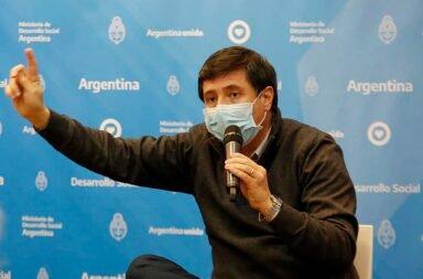 El ministro Daniel Arroyo confirmó que tiene coronavirus