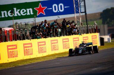 Hamilton se impuso en una carrera muy accidentada en Mugello