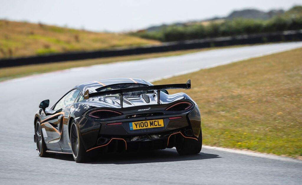El McLaren 620R se vuelve más agresivo gracias a nuevo pack