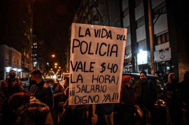 Pese al aumento salarial anunciado por Axel Kicillof, continúan las protestas de la Policía Bonaerense
