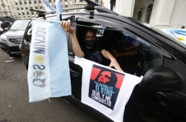 En el día de la Lealtad masivo apoyo al gobierno en Plaza de Mayo