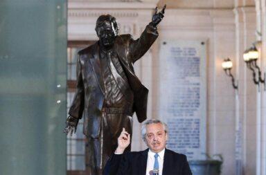A 10 años de su fallecimiento, emplazaron la estatua de Néstor Kirchner en el CCK