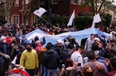 Diversas agrupaciones políticas se manifestaron en apoyo a Alberto Fernández en Olivos