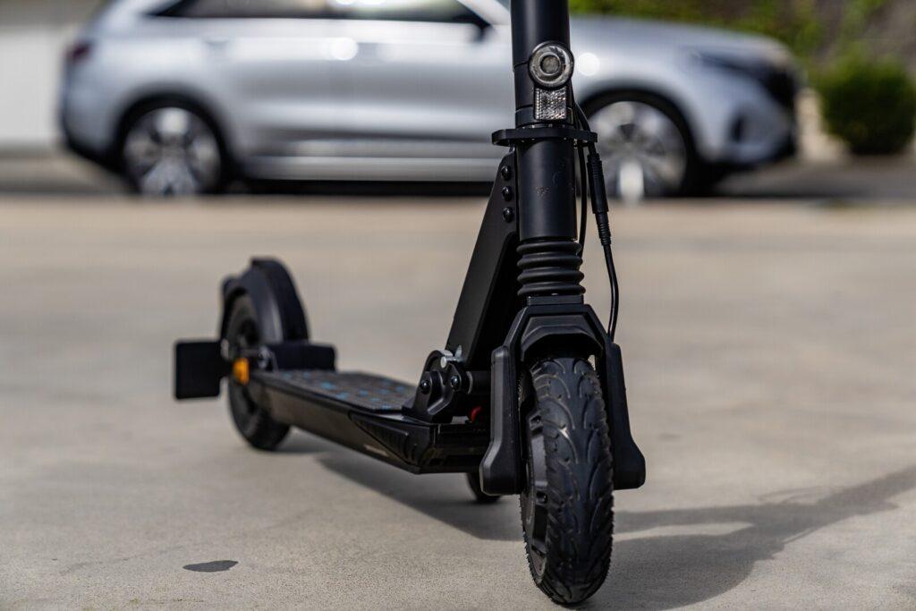 Mercedes devela el diseño de su monopatín eléctrico con 25 km de autonomía