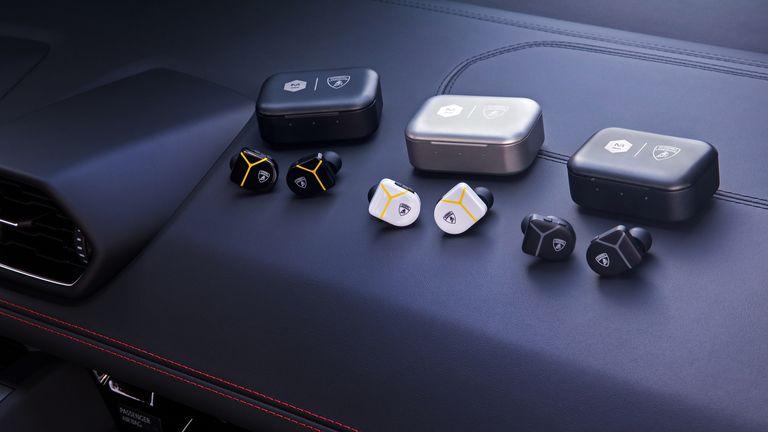 Lamborghini lanzó unos auriculares fabricados con elementos de sus propios deportivos
