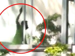 En medio de una clase de danza, un hombre atacó a cuchillazos a una profesora y a la dueña de la escuela