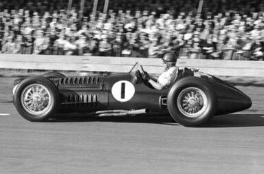 El histórico BRM V16 que manejó Fangio en F1 vuelve a la vida para una edición especial y limitada