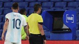Argentina empató entre polémicas
