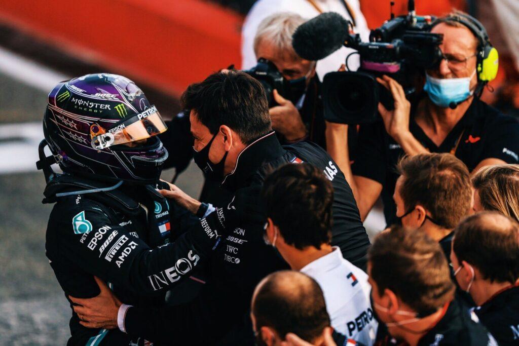 Mercedes duda en renovarle a Hamilton porque cree que con ese auto puede ganar cualquiera