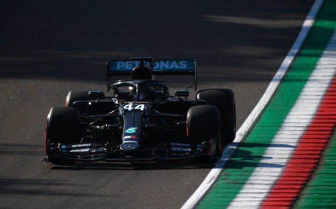 Hamilton eligió su propia estrategia y se llevó la victoria en Imola