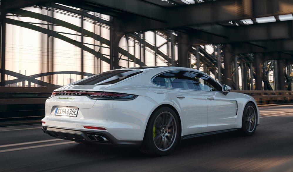 Porsche comenzó a comercializar en Argentina al Panamera híbrido con 700 caballos de fuerza
