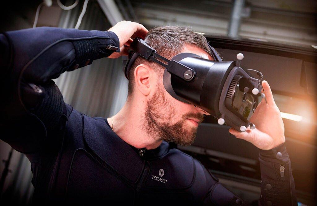 Volvo y un simulador de realidad virtual para hacer que sus autos sean más seguro