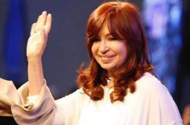"""Cristina Fernández de Kirchner : """" Con la llegada de las primeras vacunas, se abre una esperanza, pero tenemos que seguir cuidándonos"""""""