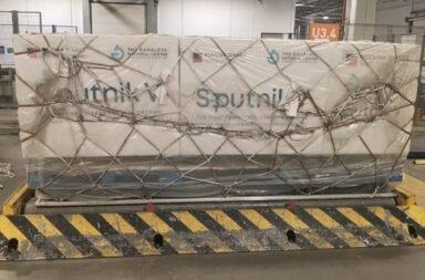 Llegó a Moscú el vuelo de Aerolíneas Argentinas que traerá las 300 mil dosis de la vacuna Sputnik V