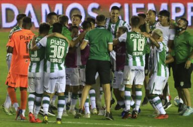 Banfield arrolló a San Lorenzo y pasó a la final de la Copa Diego Armando Maradona