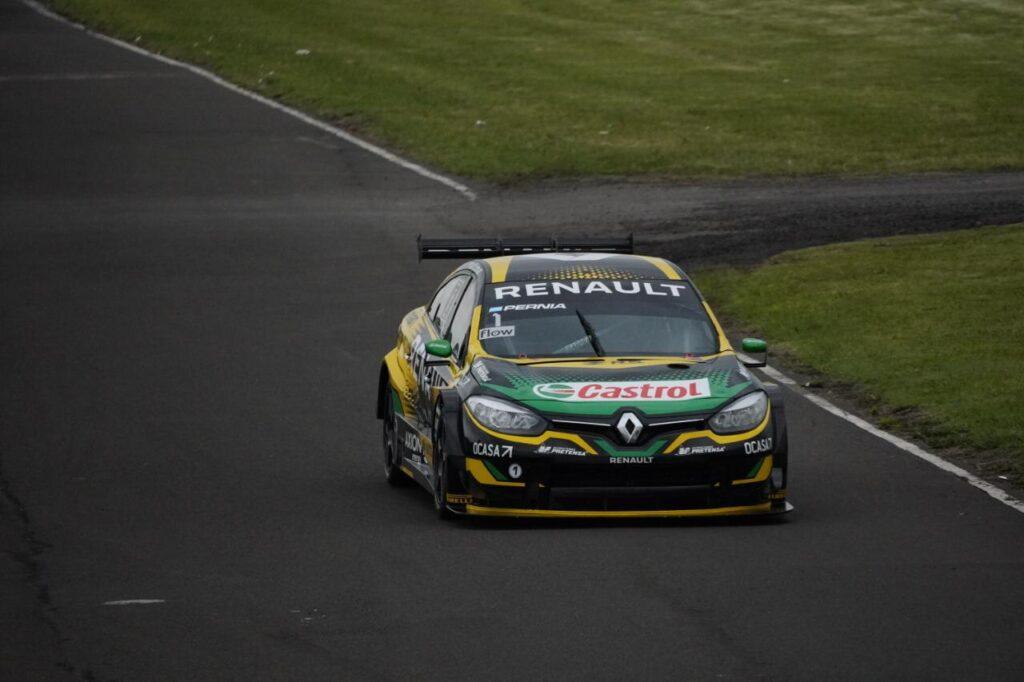 Pernía se lució con un gran avance y se llevó la carrera clasificatoría del Súper TC2000 en Paraná