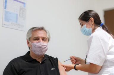 Alberto Fernández recibió la vacuna Sputnik V en el Hospital Posadas