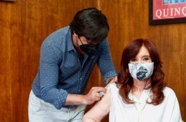 Cristina Fernández de Kirchner se aplicó la primera dosis de Sputnik V y llamó a vacunarse