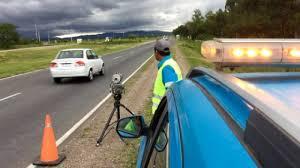 Aumentaron las multas de tránsito en la provincia de Buenos Aires: cruzar un semáforo en rojo puede costar 80 mil pesos