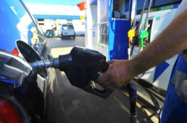 Volvió a aumentar un 1,2% la nafta y el gasoil en casi todo el país