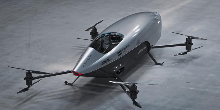 Se presentó el primer auto volador de carreras