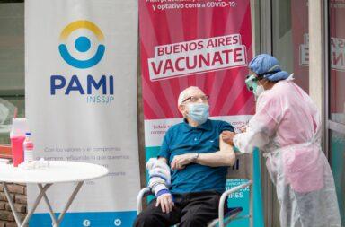 Comenzó la vacunación contra el coronavirus a los mayores de 70 años en  la provincia de Buenos Aires