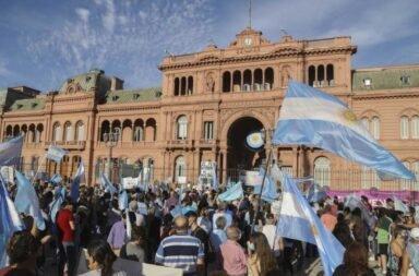 #27F : Incidentes entre manifestantes opositores y sindicalistas frente a la Quinta presidencial  de Olivos